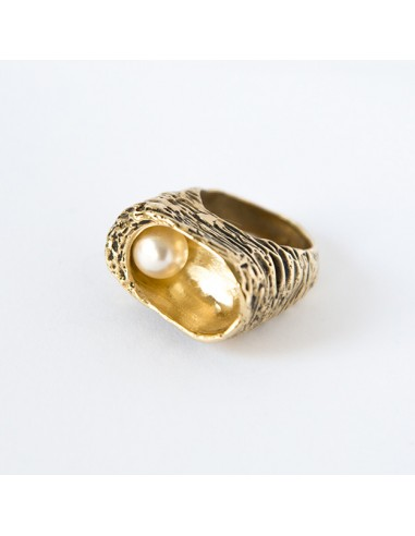 Bowl Ring with Pearl 1 by Giulia Lentini